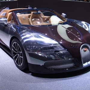 Bugatti Veyron по-прежнему в лидерах